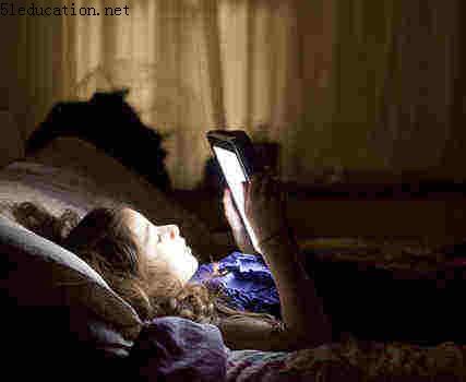 睡前玩iPad会影响睡眠质量