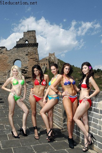 Miss World Bikini finalists visit Great Wall
